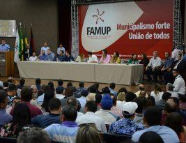 Corujinha comanda comitiva em evento que defende unificação das eleições no país a partir de 2022