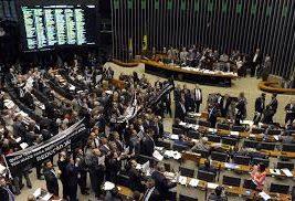 Câmara Federal tentam concluir nesta quarta-feira votação em 1º turno da reforma da Previdência