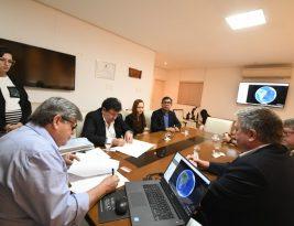 João Azevedo assina memorando com província do Canadá para fortalecer programa Gira Mundo