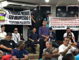 Guarda Municipal faz protesto na Câmara de João Pessoa e ameaça paralisar atividades por salário digno