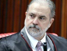 Pressionado a agir por causa das atitudes de Bolsonaro em relação ao coronavírus, Aras diz que o presidente 'tem liberdade de expressão'