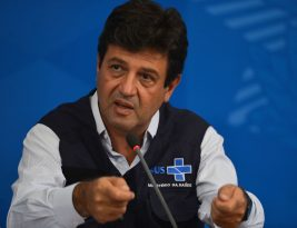 Apesar de Bolsonaro, Mandetta continua no cargo após reunião em Brasília