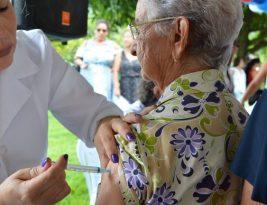 Vacinação contra influenza em idosos será retomada nesta sexta-feira