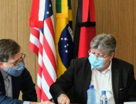 João Azevedo apresenta projeto do Polo Turístico Cabo Branco e ações em tecnologia e pesquisa a embaixador e cônsul dos Estados Unidos