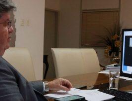 João Azevedo destaca solidez fiscal e investimentos em obras na Paraíba em Fórum de Infraestrutura do Estadão