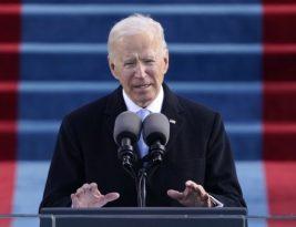 """Biden toma posse, pede fim da """"guerra incivil"""" e diz que democracia dos Estados Unidos prevaleceu"""