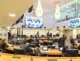 Leis da Assembléia Legislativa asseguram direitos a paraibanos e deveres em prestação de serviços