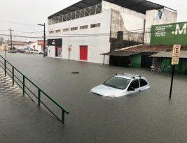 Chove mais de 145 mm em João Pessoa e ruas se transfomam em verdadeiros lagos