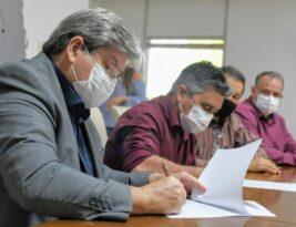 João Azevêdo assina carta de intenções para implantação do Procase II e anuncia novas ações para fortalecer a agricultura familiar
