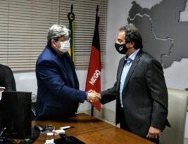João Azevêdo assina contrato para implantação da sede do Grupo Capri e assegura geração de novos empregos