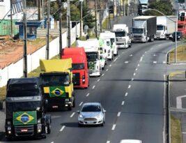 Caminhoneiros iniciam paralisação em seis Estados